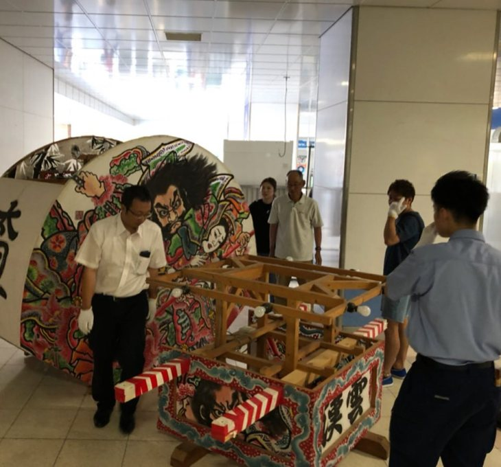 太田駅 展示ねぷた撤去作業